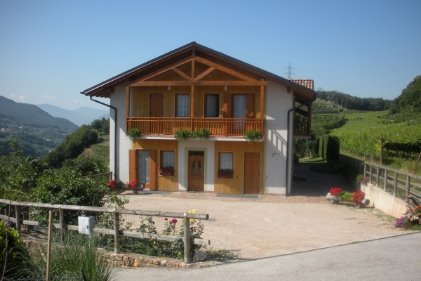 facciata-dal-cortile-con-fiori-1263D7BE1-E197-925C-1B32-935E5721E380.jpg