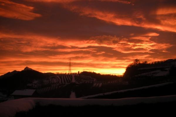 tramonto-splendido-rosso-con-monte-bondone23-12-12-00521AE8906-F575-DD97-0F8D-90BC8DD0C530.jpg